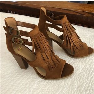 Heart In D Fringe Heeled Sandal 7.5 Cognac